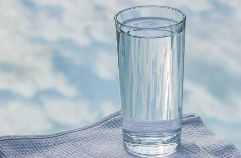 какую воду надо пить кипяченую или сырую
