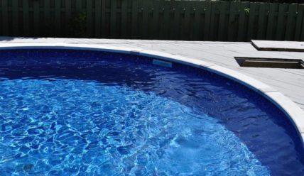 Как очистить воду в бассейне (видео)