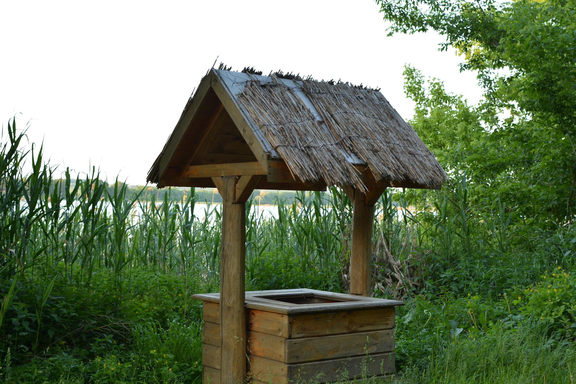 Строительство шахтного колодца из деревянного бруса