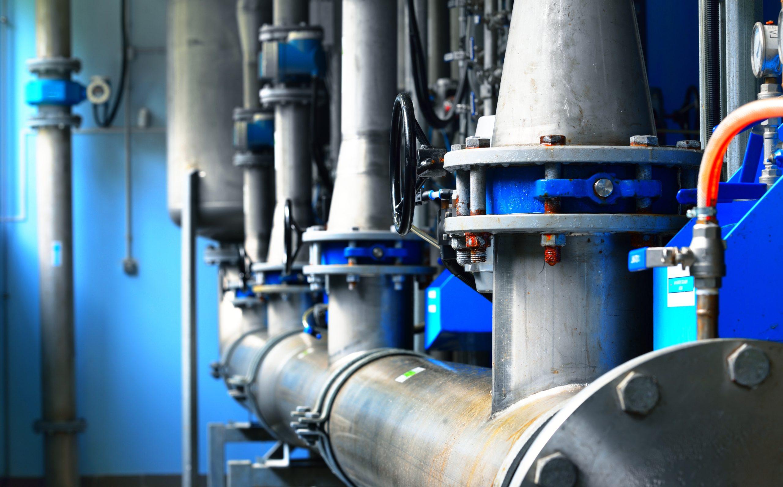 Системы очистки воды на производстве и в загородном доме. Схожесть и отличия в выборе систем для очистки производственной воды и для домашнего потребления.
